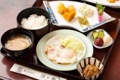 オクシズの食材をふんだんに使用した自慢の田舎料理です。